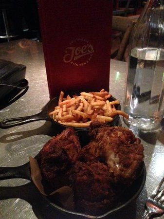 Joe's Southern Table & Bar: Chicken and chips