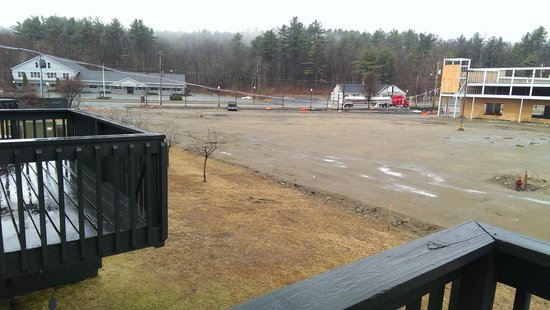 Clarion Inn & Suites : balcony view on rainy April morning