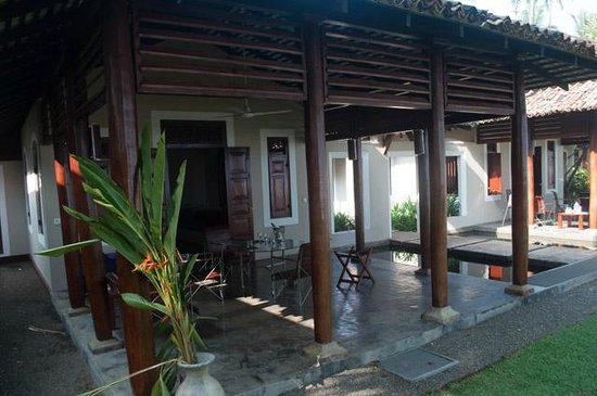 Apa Villa Thalpe: Patio outside room