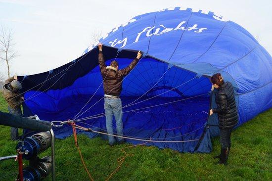 Bruges Ballooning : Наполнение шара