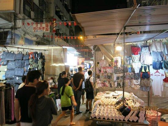 Temple Street Night Market: テンプルストリートの露店