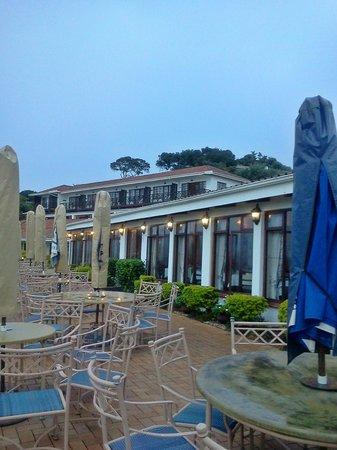 Pumula Beach Hotel: The patio area