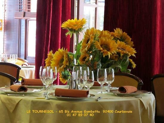 Le Tournesol: Une des tables de ce petit paradis culinaire
