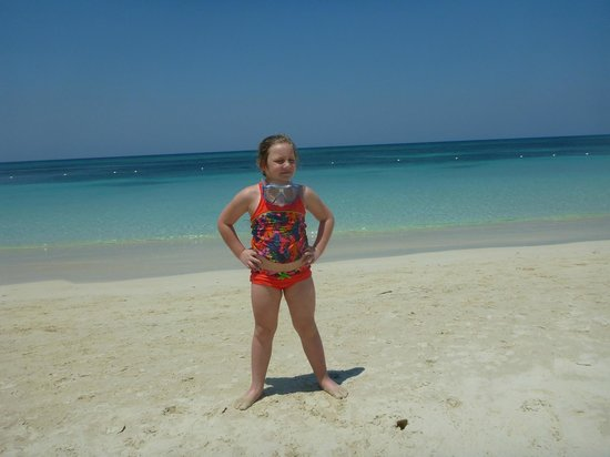 Casa de Paradise: grandaughter on beach in front of house