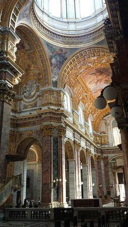Basilica dei SS. Ambrogio e Carlo: La navata vista dal transetto sinistro