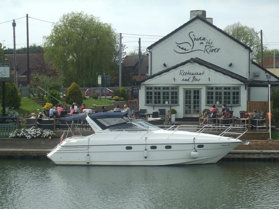 The Swan on the River: Easter Monday 2014