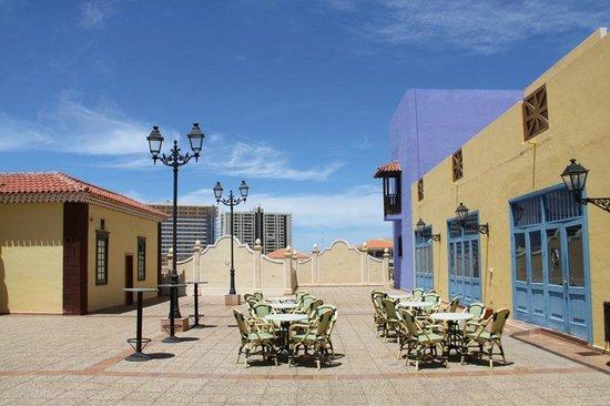 Bahia Principe Costa Adeje : A smart area between reception and Commercial Square