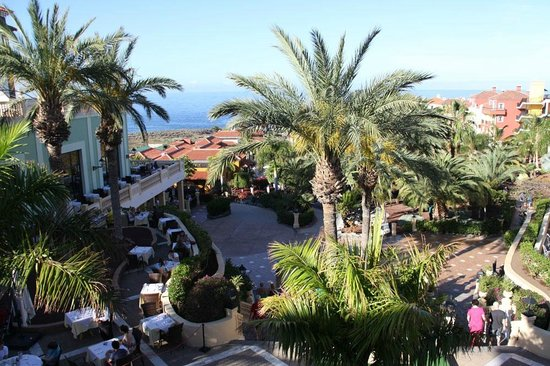 Bahia Principe Costa Adeje : Beautiful hotel grounds and gardens