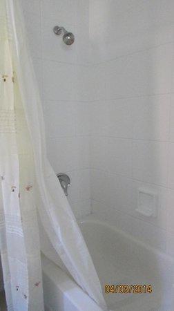 Baltic Hotel: bathroom bathtube