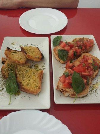 Pizza y Pasta: Pan con ajo y tomate