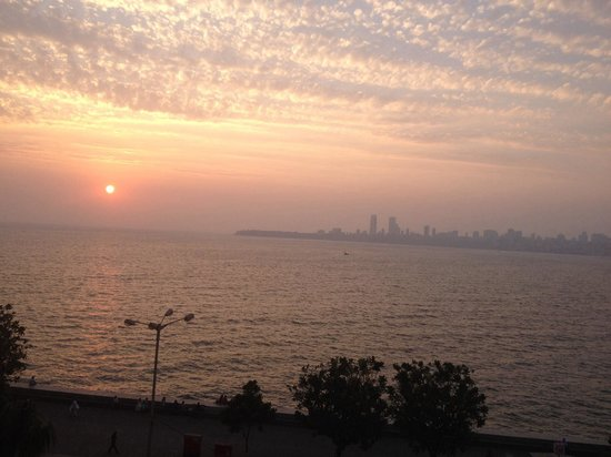 Trident, Nariman Point: Sunset view from the pool area