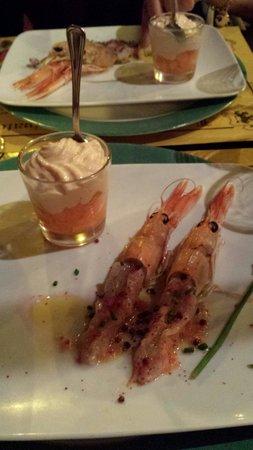 Locanda del Principato: Antipasto di scampi e cubetti di melone con fonduta di salmone