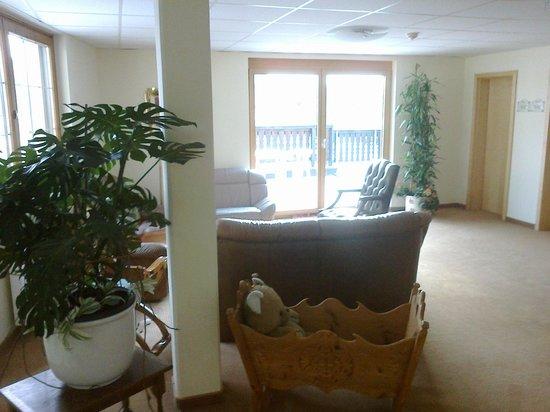 Airport Hotel Fortuna: stanza che da sul balcone