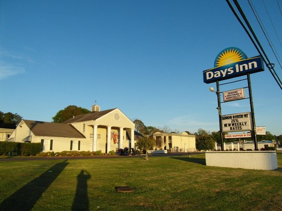 Days Inn Natchez: The beautiful welcome center