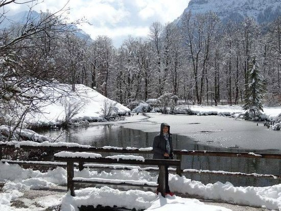 Gray Line München: Lake at Linderhof Palace with Gray Line tours