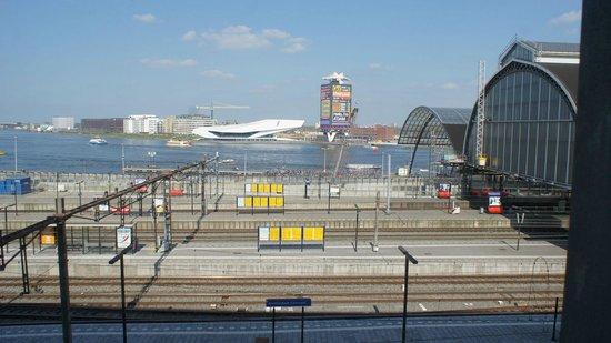 Ibis Amsterdam Centre : Vista do quarto