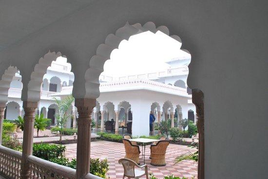 Hotel Surya Vilas Palace: arches
