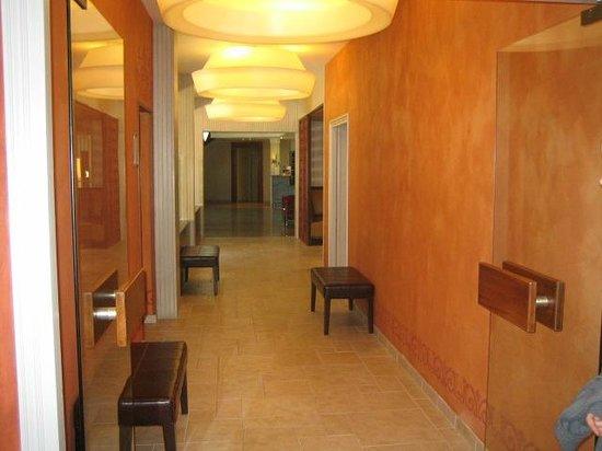 Le Rabelais Hôtel -Restaurant -SPA : Vue intérieur de l'hôtel