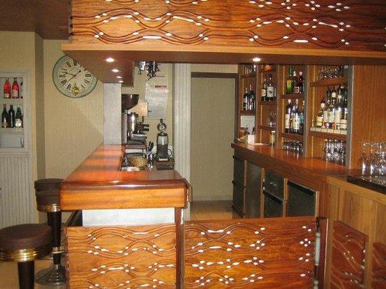 Le Rabelais Hôtel -Restaurant -SPA : Coin bar
