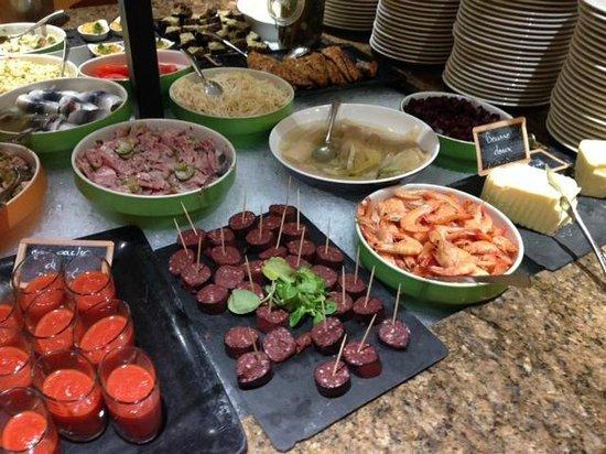 Le Rabelais Hôtel -Restaurant -SPA : Buffet du restaurant