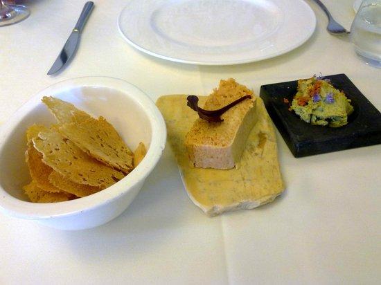 Restaurante Azafrán: pastel de pescado y una mantequilla de hierbas