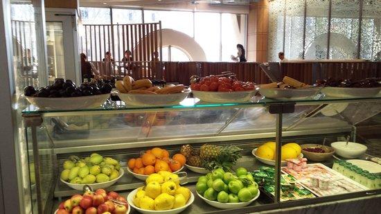 Grand Hyatt Istanbul : buffet frutta per la colazione