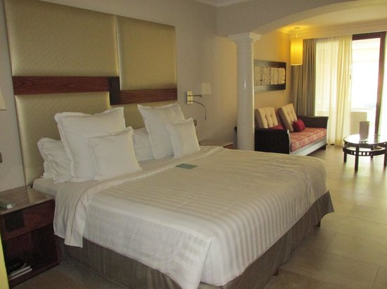 Barcelo Maya Beach : BEDROOM