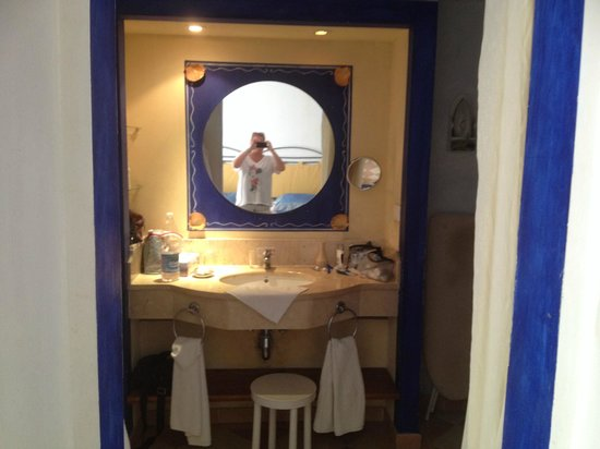 Hotel Playa Pesquero Resort, Suite & SPA: Bathroom sink