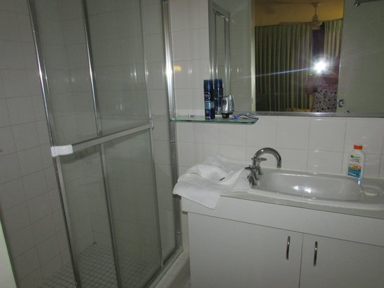 Headland Gardens Holiday Apartments Sunshine Coast: ensuite double room