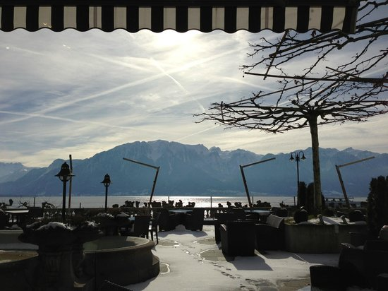 Hotel des Trois Couronnes: View on the lake from the veranda