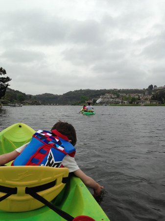 Lakehouse Hotel & Resort: The family our for a canoe ride