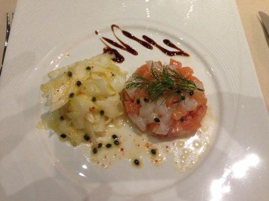 Le Rabelais Hôtel -Restaurant -SPA : Entrée tartare de Saint Jacques et saumon au fenouil