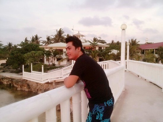 Treasures of Bolinao Beach Resort: This place was shoot movie of vhong navarro titled agent X44....I like this place`