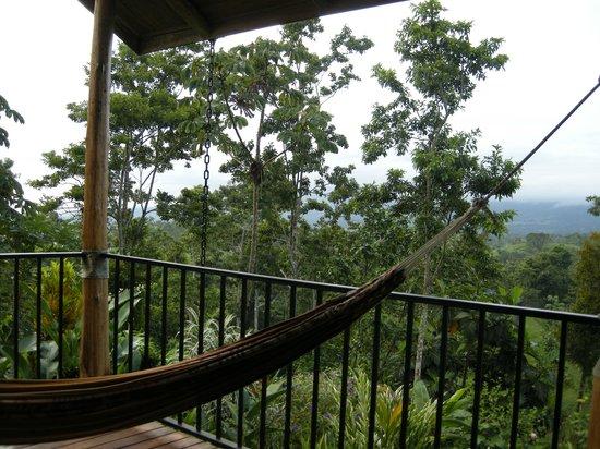 Leaves and Lizards Arenal Volcano Cabin Retreat : terraza habitacion congo