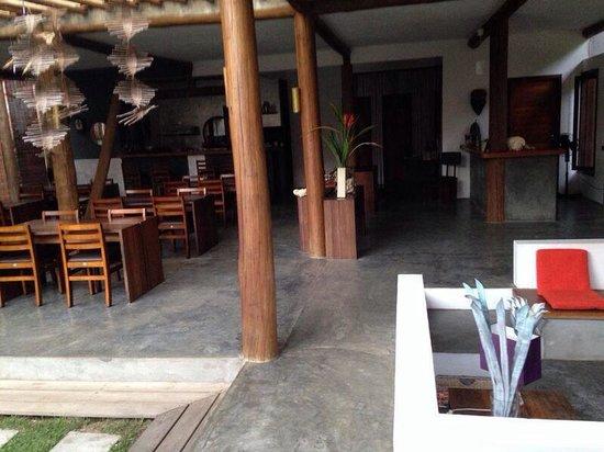 Pousada Bambu Dourado : Salão de café da manhã e estar!