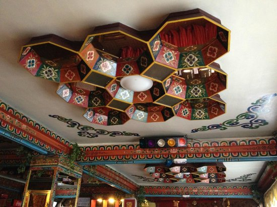 Seven Seventeen: The ceiling in the Dining Room and Restaurant. Quite impressive.