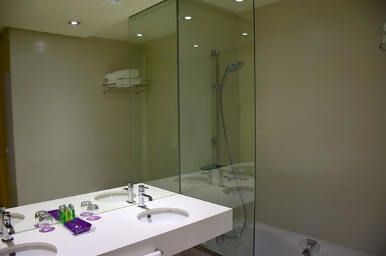 Ayre Hotel Oviedo: unser Badezimmer
