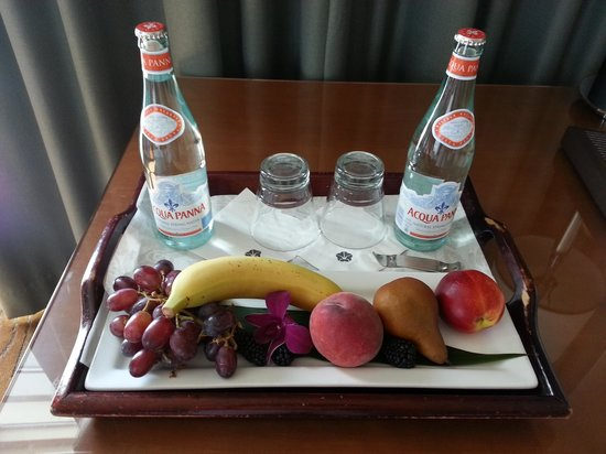Omni San Diego Hotel : Fruit plate delivered because of my Select Guest returning status.