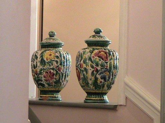 Villa Carlotta Hotel : vasi porcellana