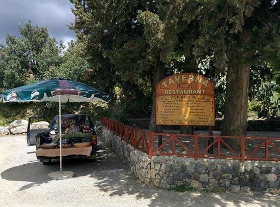 Taverna Gefyra Preveli: Honey from the mountains next to the Taverna