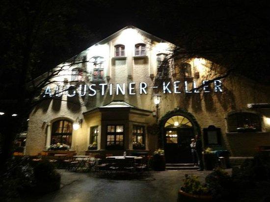 Augustiner-Keller: Front entrance