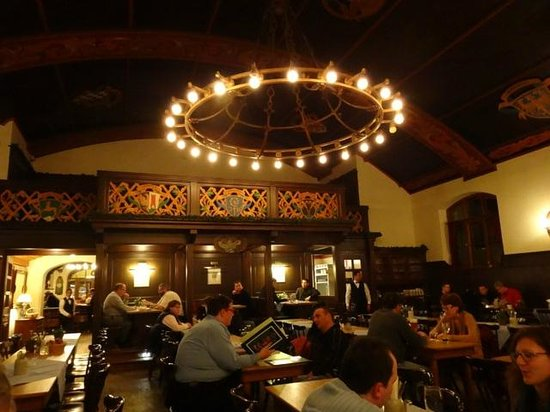 Augustiner-Keller: Part of the dining hall