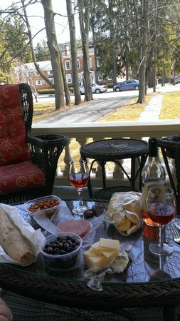 The Inn at Cooperstown: Lunch on front porch
