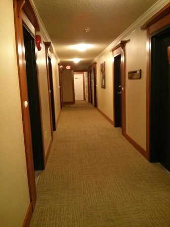 Sidney Waterfront Inn & Suites: First Floor hallway to room