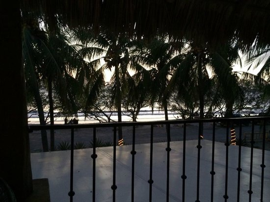 Flamingo Beach Resort And Spa : View from upstairs bar
