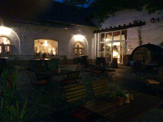 Halbersbacher. Hotel Annaberg: Courtyard