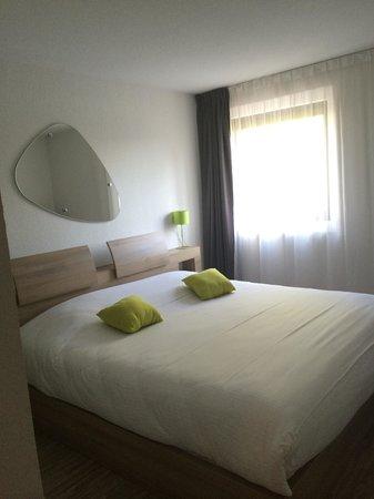 Teneo Apparthotel Bordeaux Merignac Aeroport: Le lit double