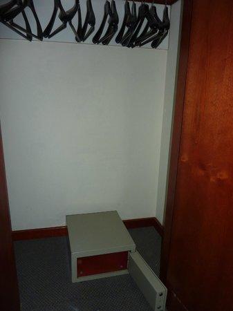 ClubHotel Riu Costa del Sol : le coffre-fort dns la penderie