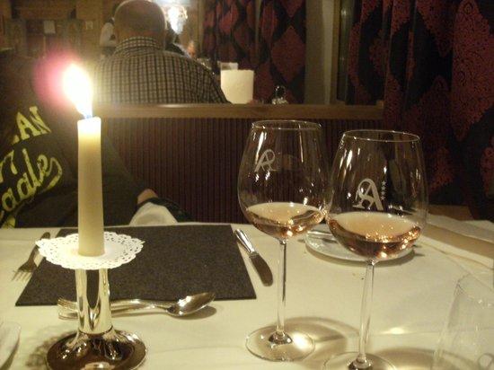 Hotel Angerer Alm: Table at dinner.