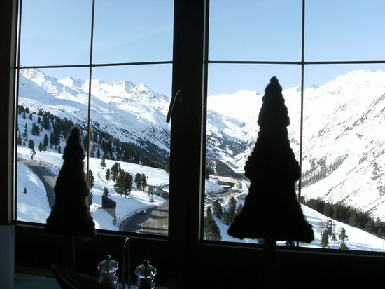 Hotel Angerer Alm: View from dinner.